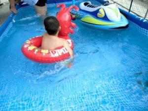 敷地内に設置したプールは 大好評です!