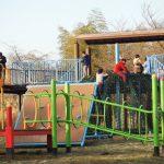体格の大きい利用者でも安全に楽しめる遊具がある公園を選定しています